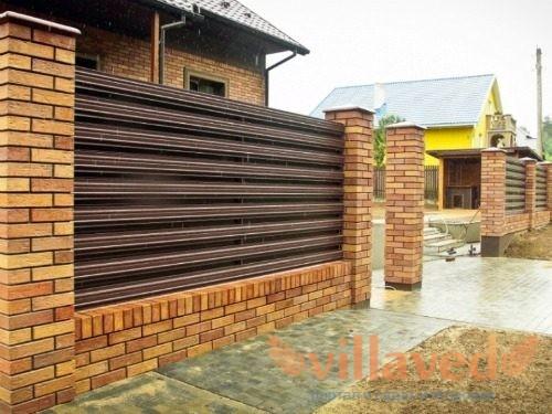 Забор на дачу из штакетника горизонтальный